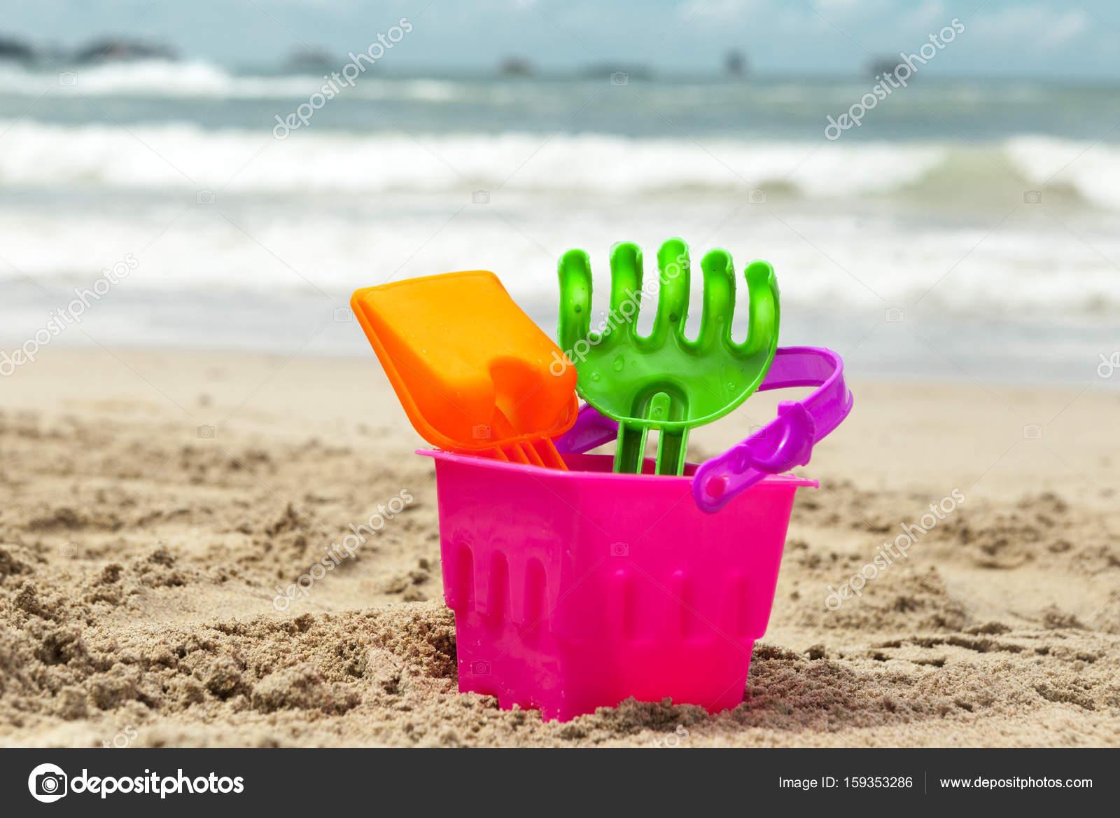 Kinder sand spielzeug am strand — stockfoto mcherevan