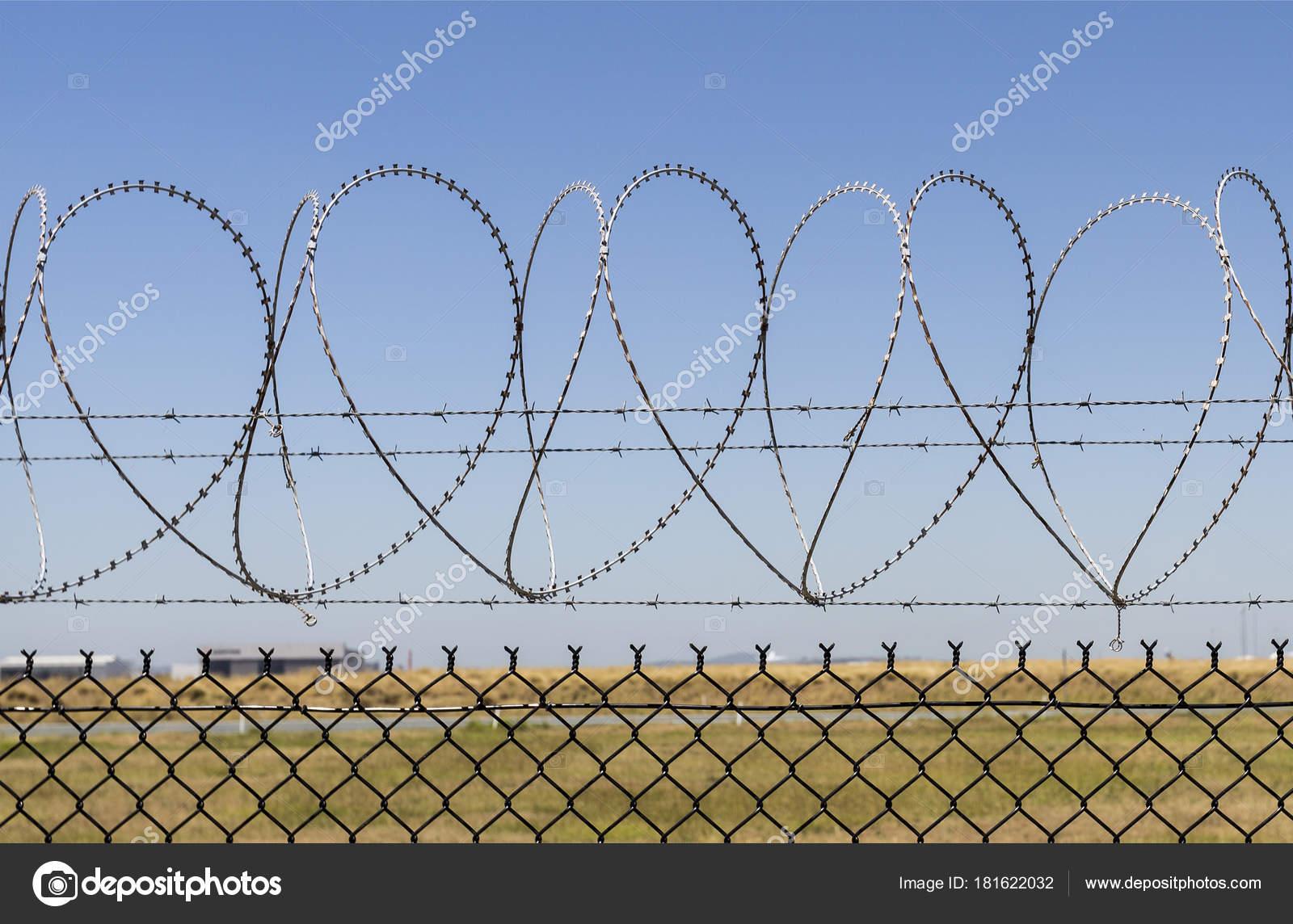 Razor Wire with Love — Stock Photo © ribeiroantonio #181622032