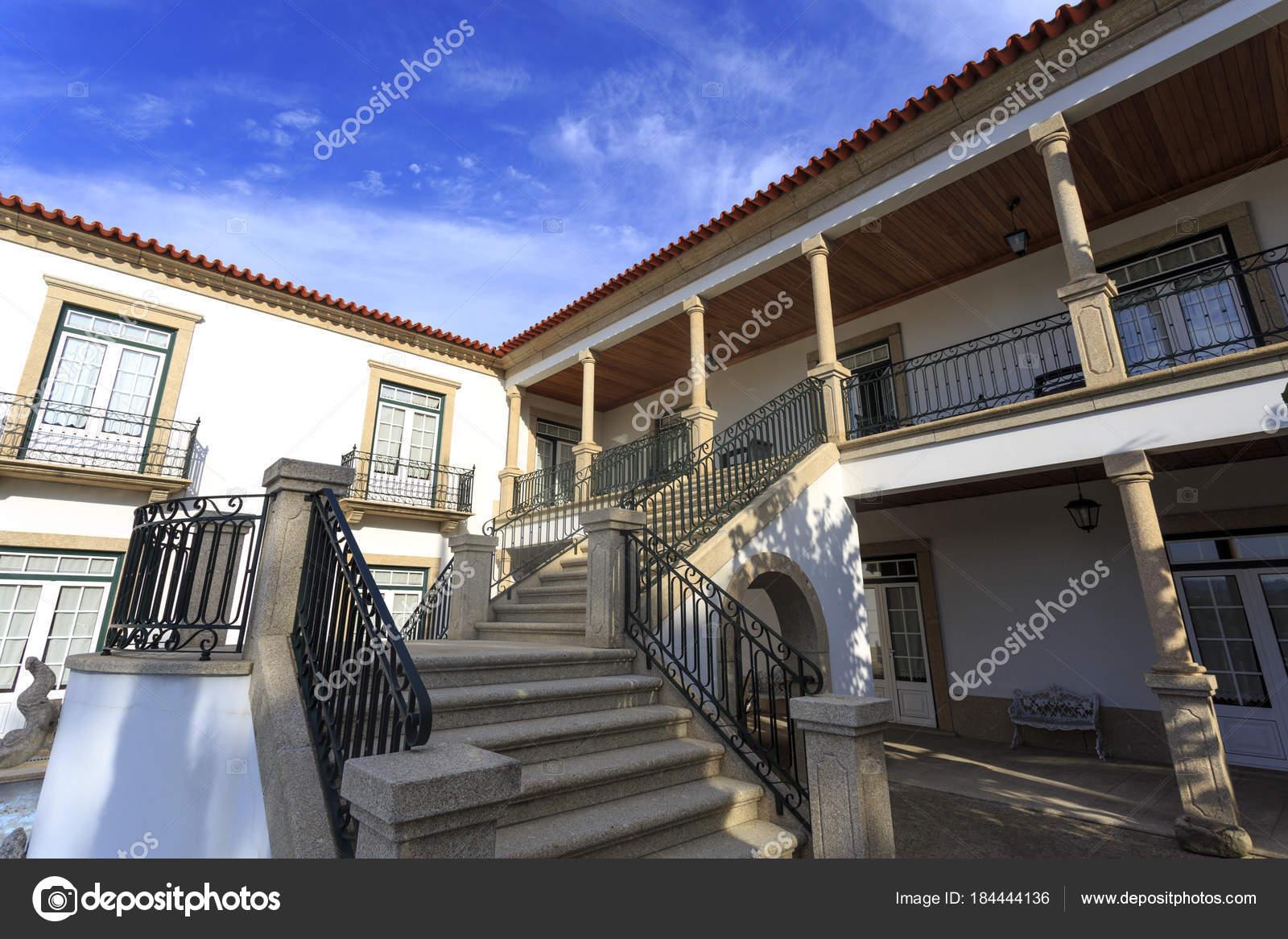 Bezaubernd Haus Mit Veranda Das Beste Von Und Treppe — Stockfoto