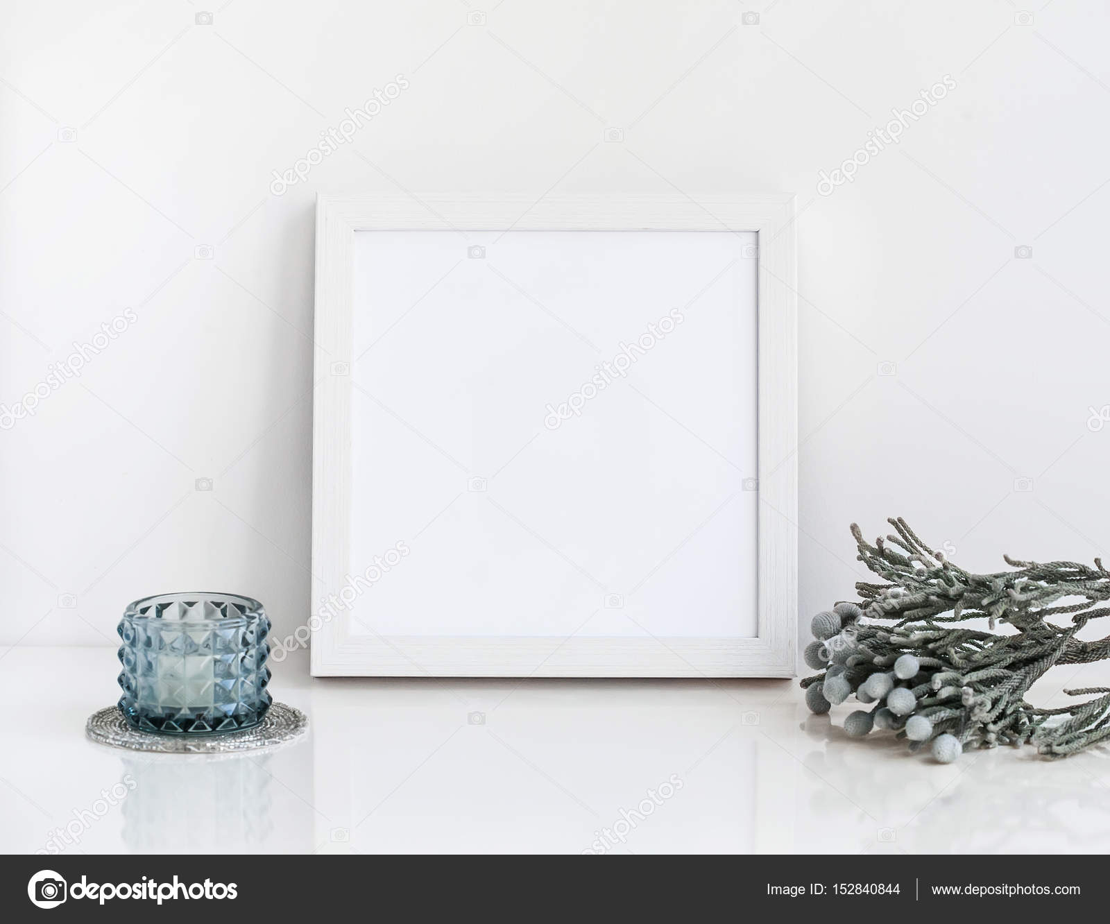 Weißer Rahmen Mockup mit Brunia und Kerze — Stockfoto © kazyavka ...