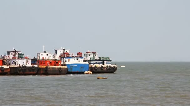 obchodní rybářské lodě v přístavu