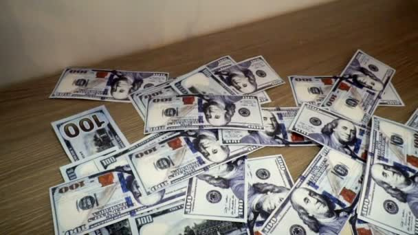 fallende Hundert-Dollar-Scheine machen dicht
