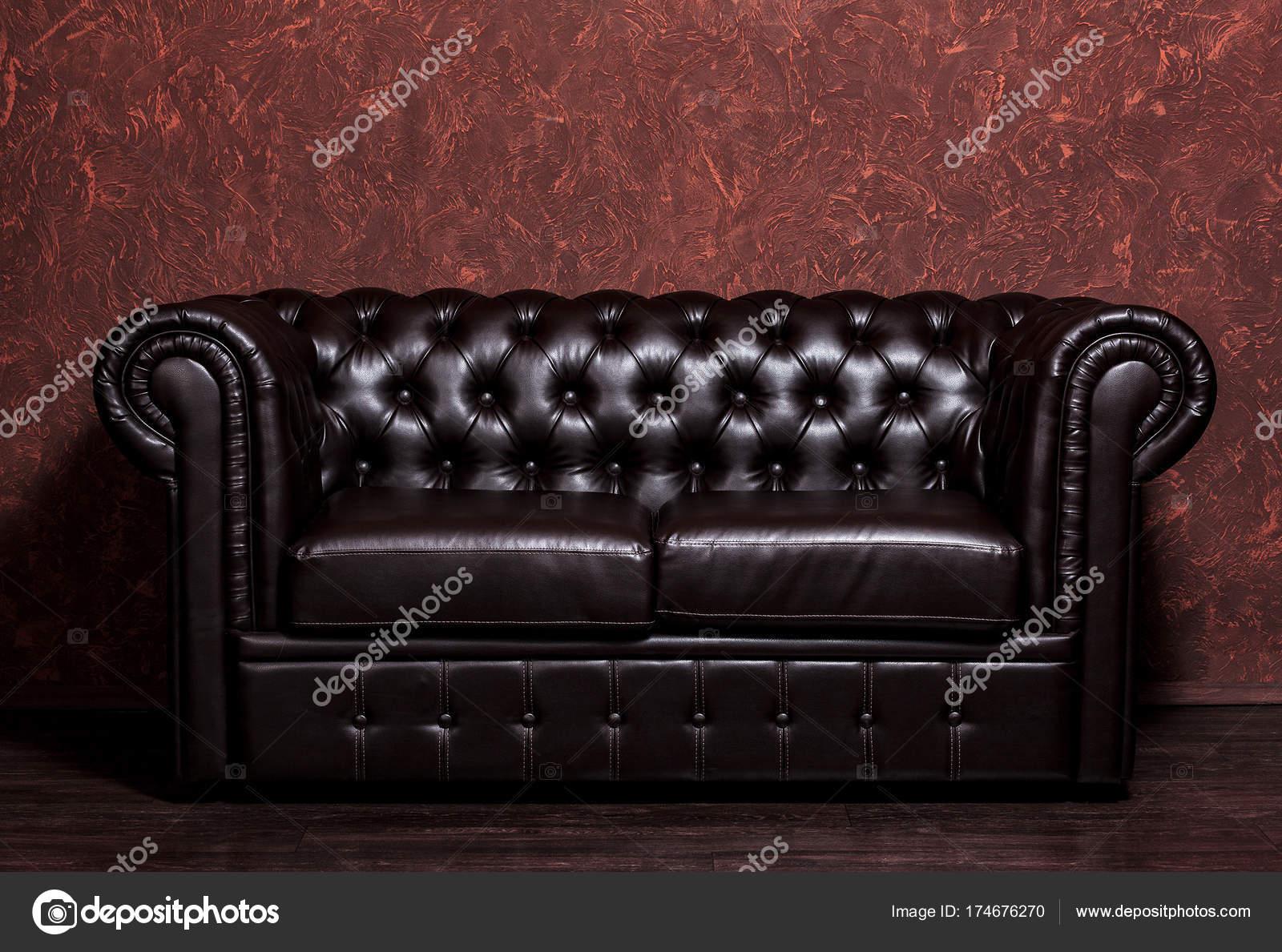 Favorit Vintage alte dunkle Braune Ledercouch mit Grunge braune Wand im LJ87