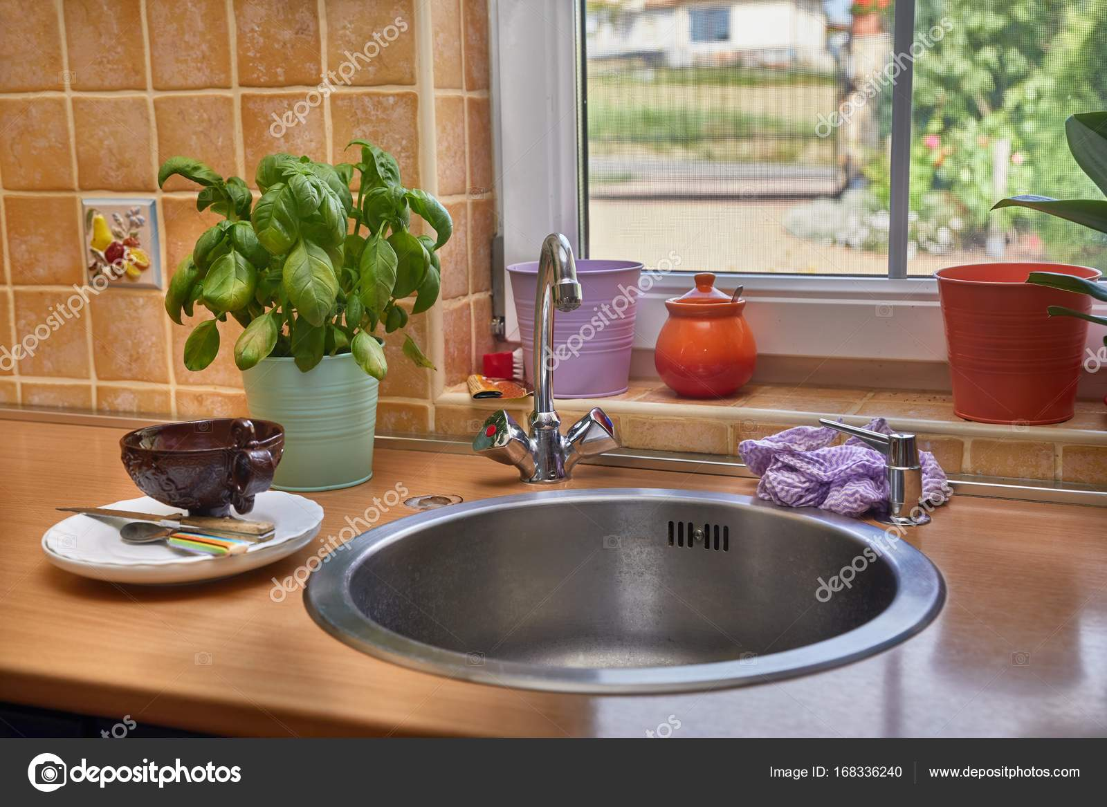 Aufgeraumte Kuche Detail Stockfoto C Gudella 168336240