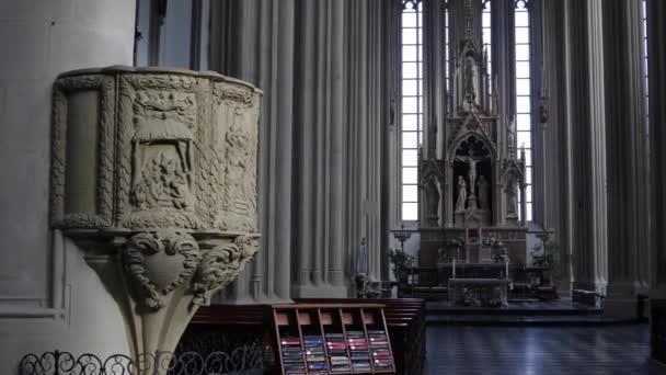 Katedrála interiéru jasného denního světla