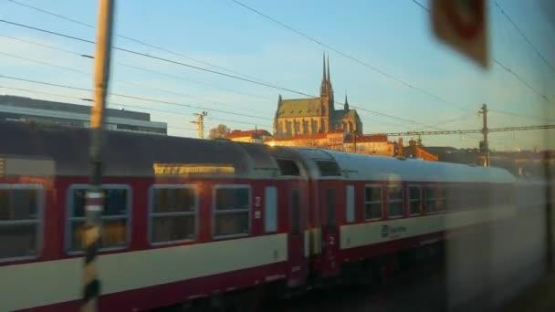 Vlaky přijíždějící do města