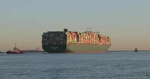 Obrovská kontejnerová loď
