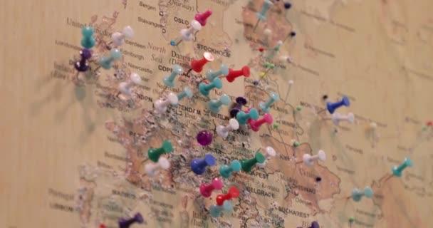 mapa s kolíky