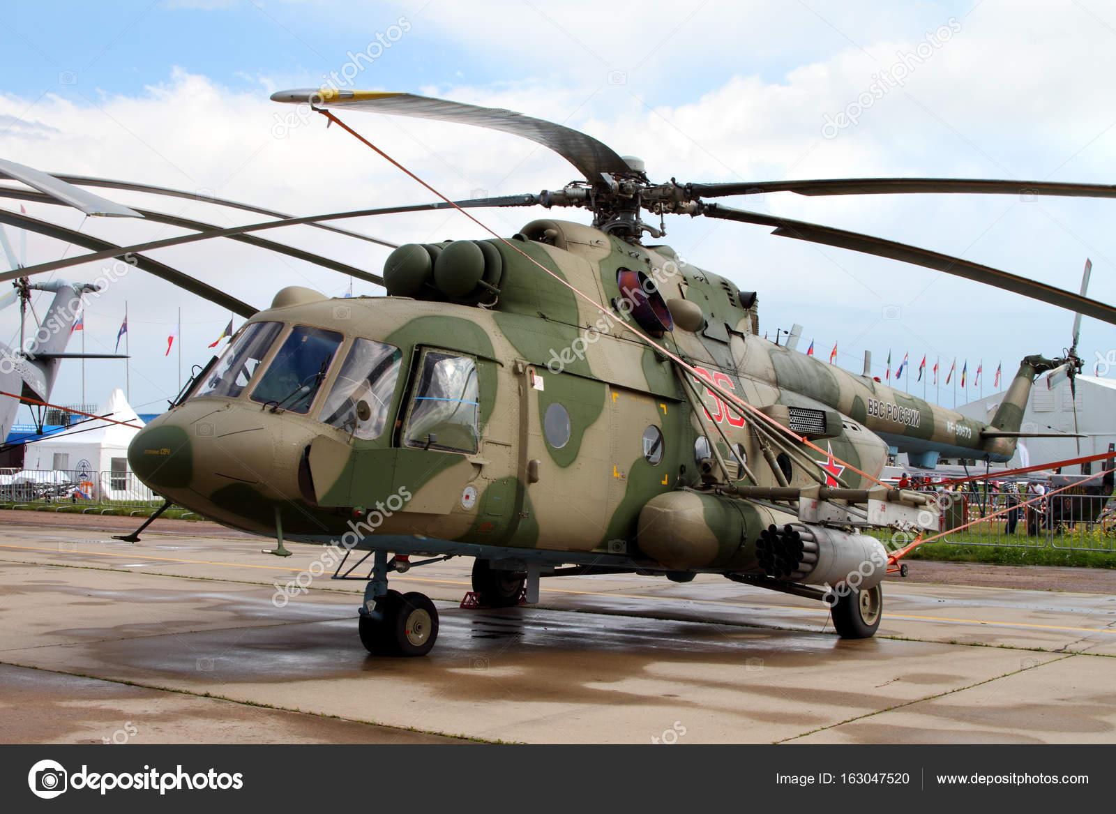 Helicóptero militar Mi-8 en la Internacional de la aviación y el ...