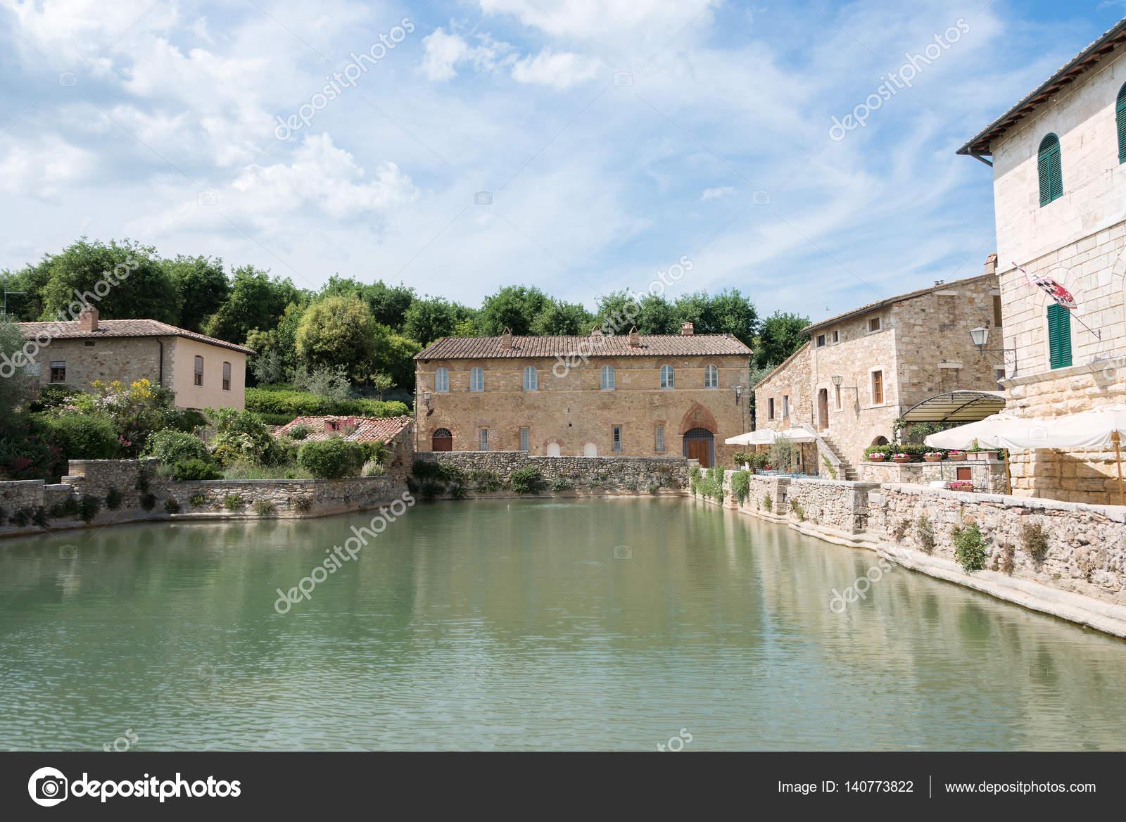Bagno vignoni hot spring bath u2014 foto stock © pljvv1 #140773822