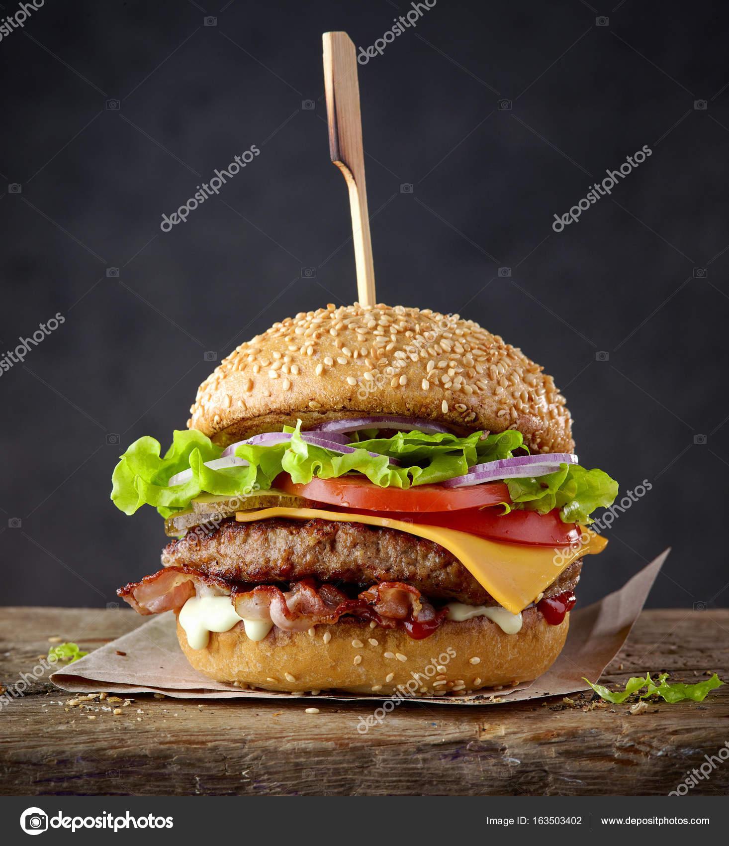 Обои котлета, Сэндвич, hamburger, Meat, Гамбургер, tomatoes, салат, булочка, Fast food, картошка фри, фастфуд, соус. Еда foto 14