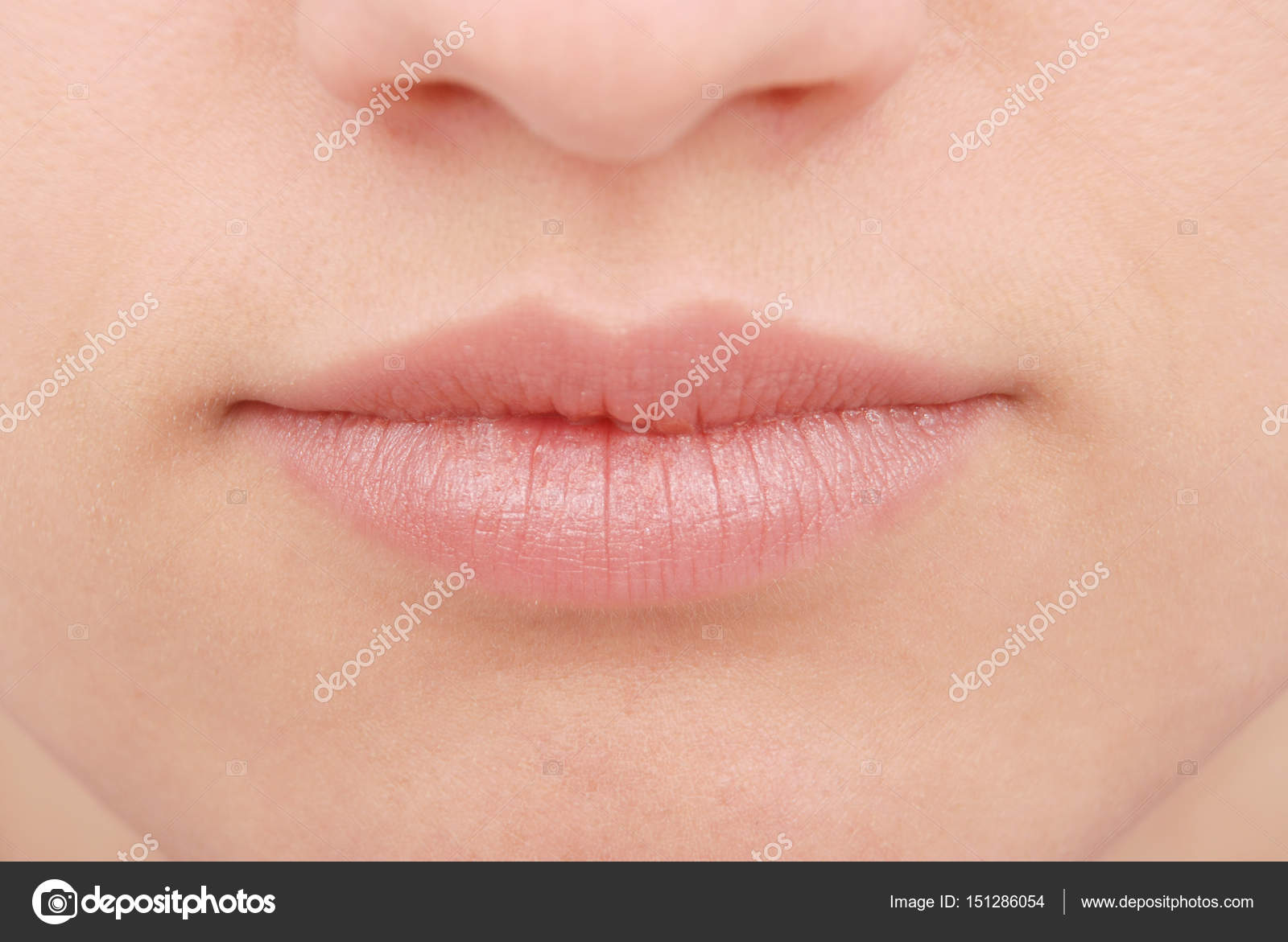 Сексуальный рот девушки
