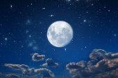 pozadí noční obloha s hvězdami a měsícem. Prvky tohoto obrázku jsou podle Nasa