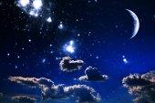 Fotografia cielo notturno di sfondo con stelle e luna. Elementi di questa immagine ammobiliati dalla Nasa