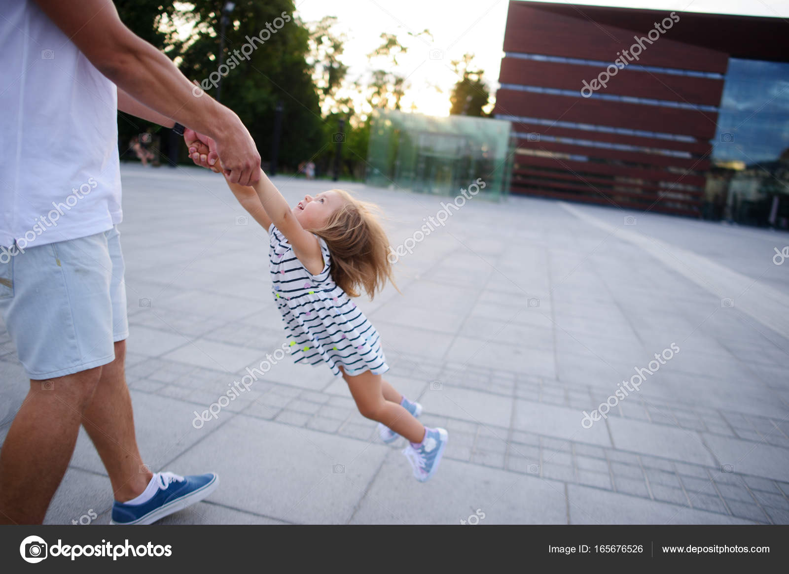 Папа с юной дочкой видео скачать