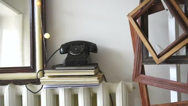Vintage bílé interiéry, retro detaily v současné domě