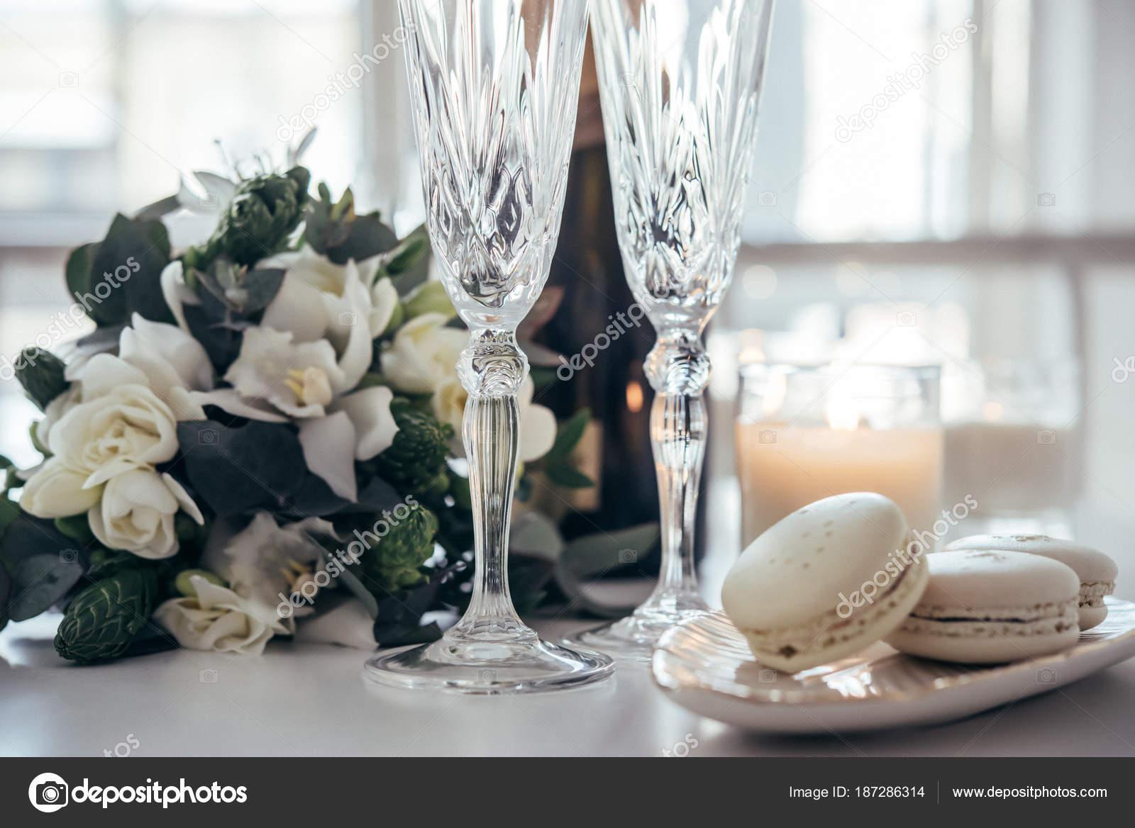 Krasne Svatebni Dekorace S Sampanskym A Kvetiny Elegantni Stock