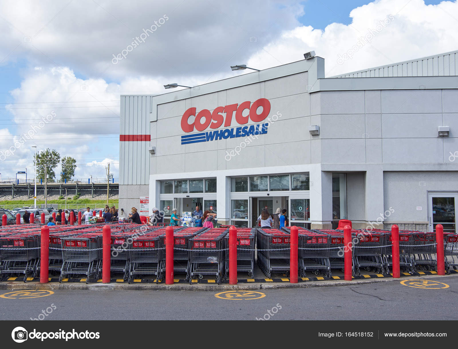 Costco Wholesale store and logo – Stock Editorial Photo