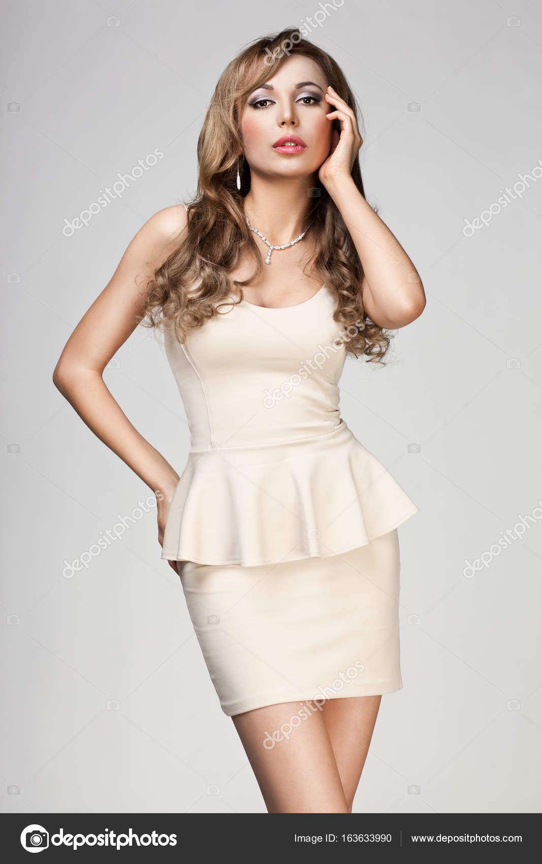 62e2a339c78 belle femme en robe beige — Photographie InvisibleViva ©  163633990