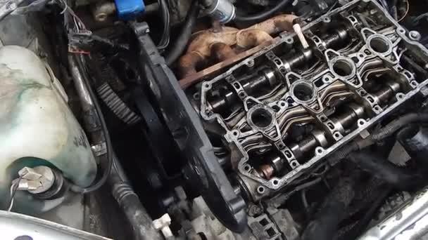 Spalovací hřídele spalovacího motoru. Oprava motoru.