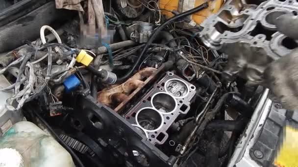 Oprava spalovacího motoru s vnitřním spalováním. Montáž motoru.