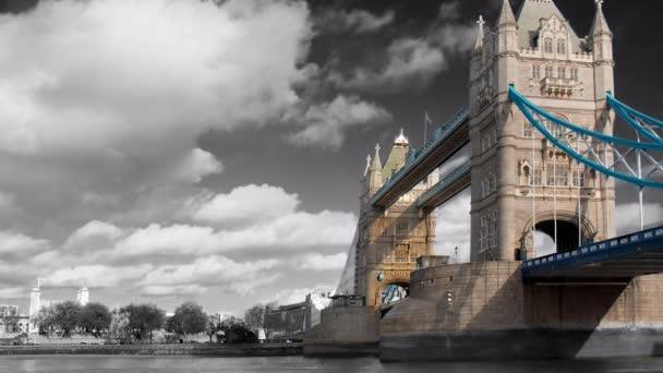 věž most