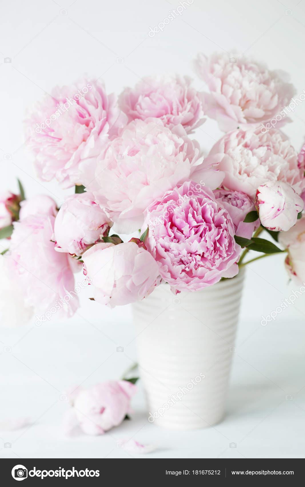 Bouquet de fleurs belle pivoine rose dans un vase for Photo bouquet de fleurs 94