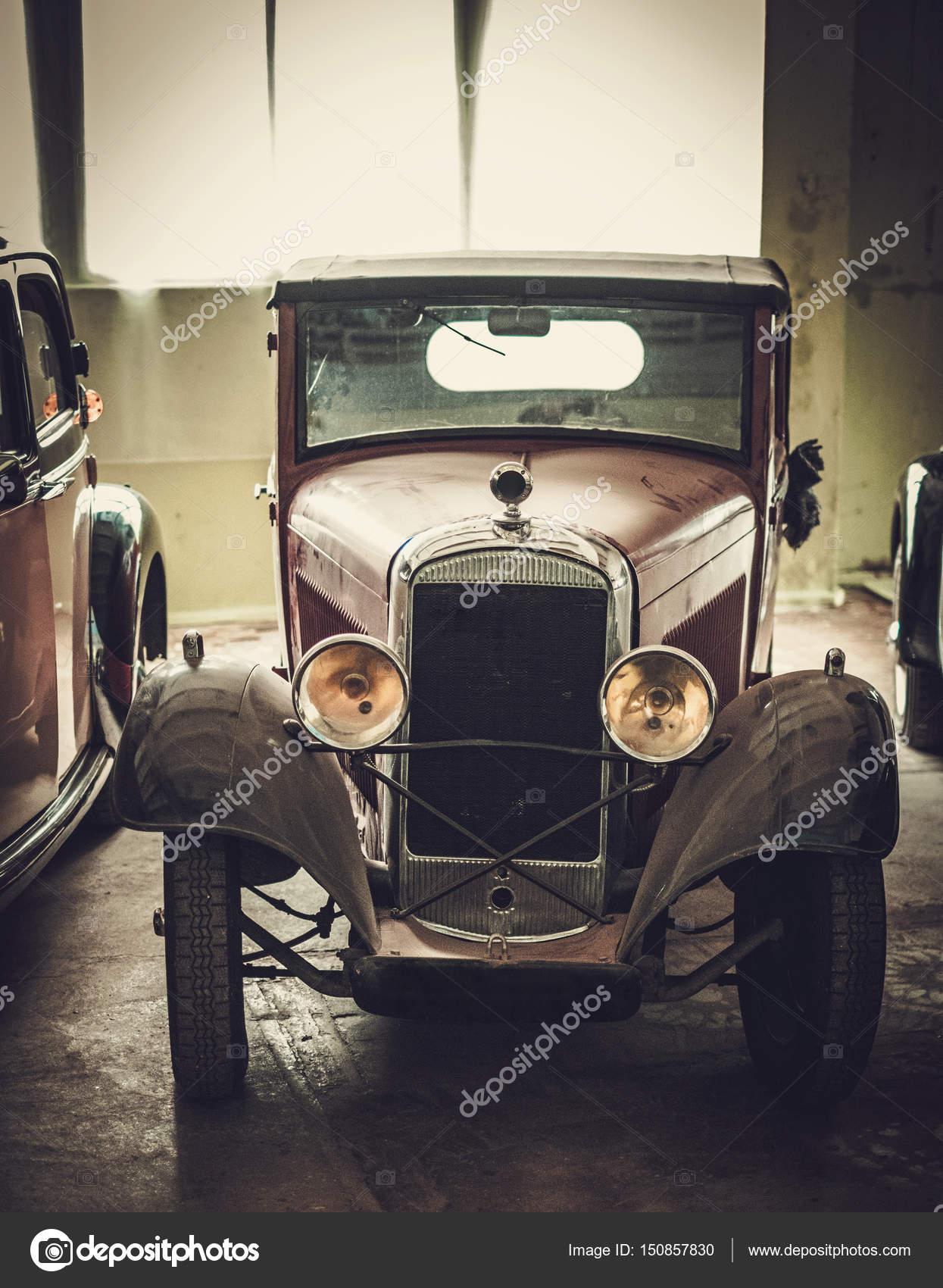 Mechanic in classic car restoration workshop — Stock Photo © nejron ...