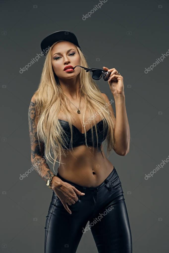 fekete nő eszik fekete punci