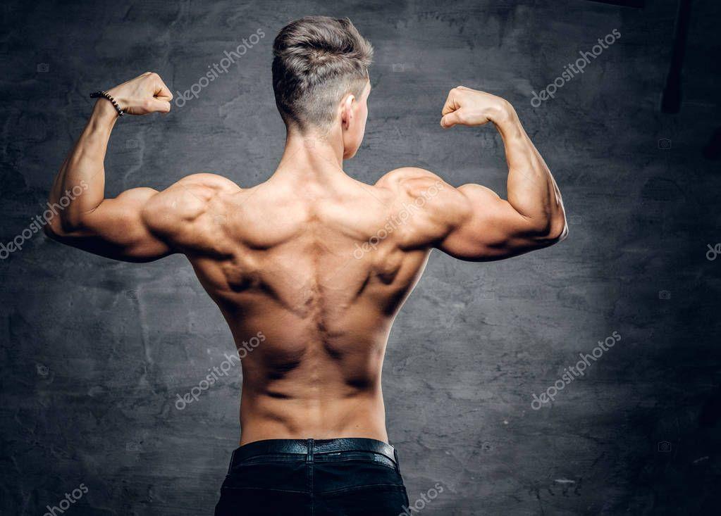 Sportlicher nacktem Oberkörper Mann von hinten — Stockfoto