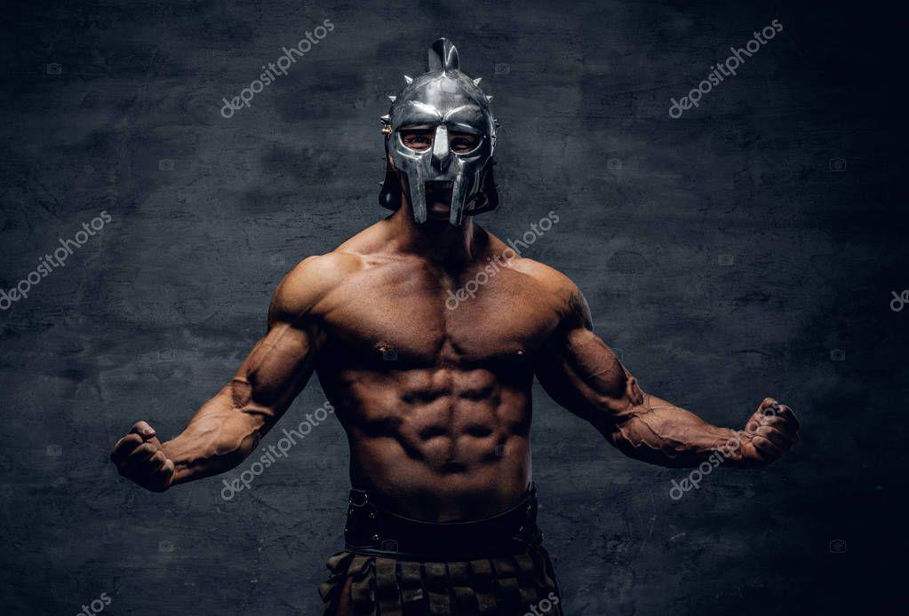Muskularny Mężczyzna W Hełm Gladiator Srebrny Zdjęcie Stockowe