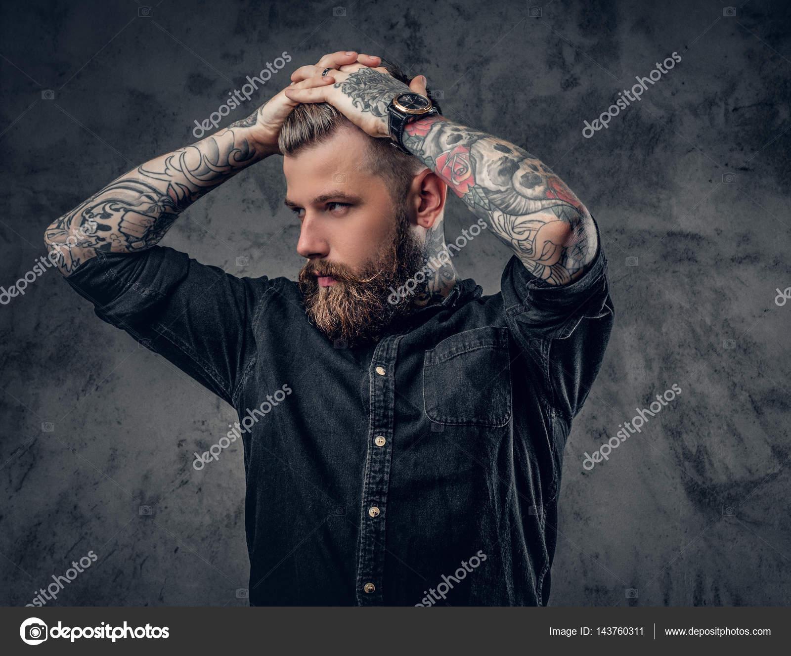 Homme Barbu Hipster Avec Des Tatouages Photographie Fxquadro