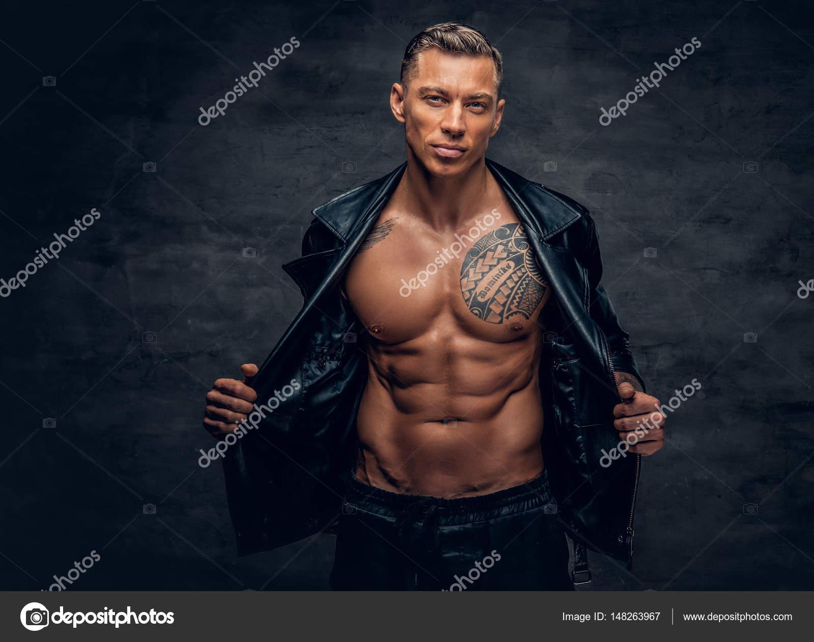 Tatuajes Guapos Para Hombres tatuajes guapos en el pecho | hombre guapo con tatuajes en un pecho