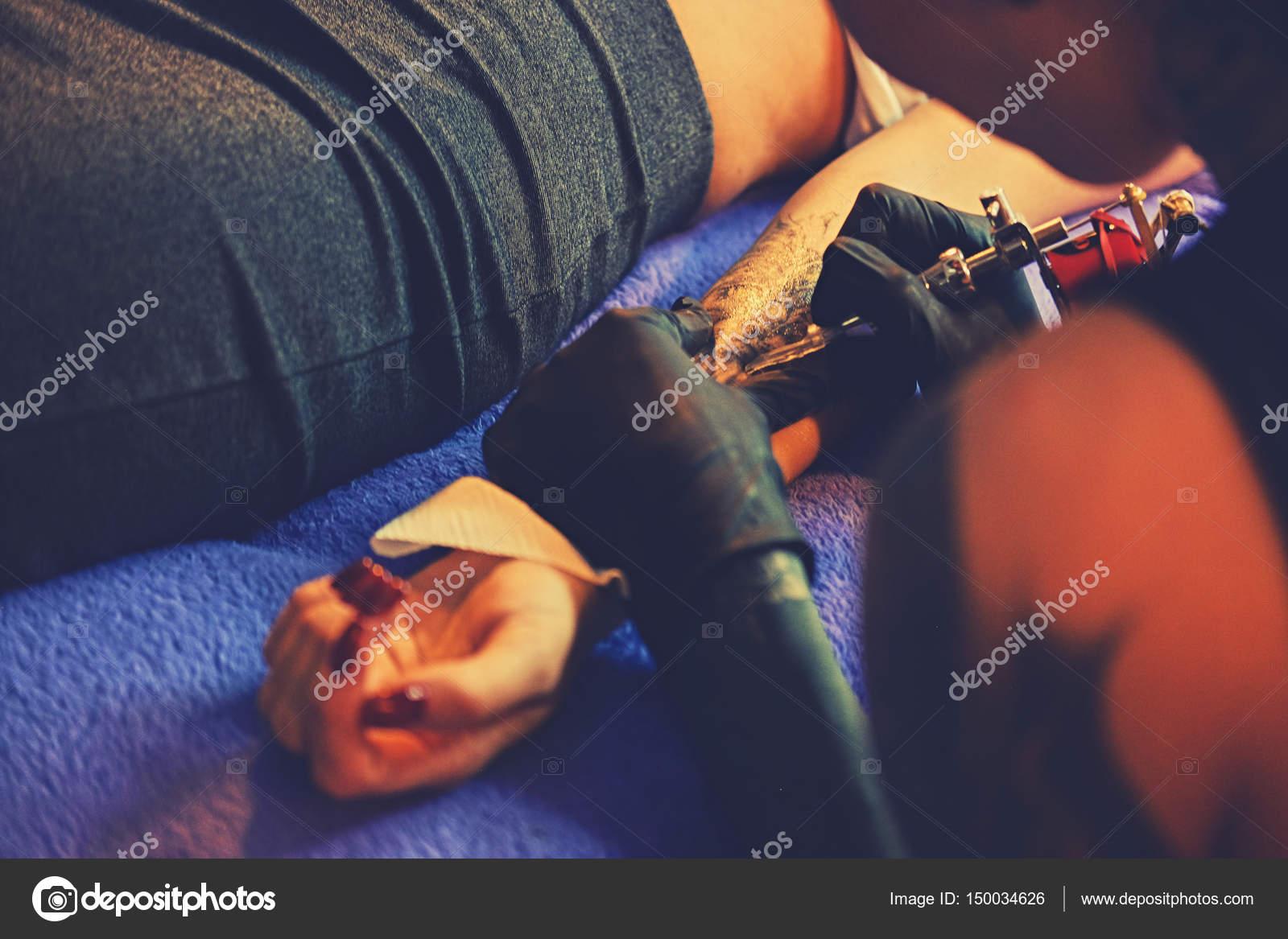 depositphotos_150034626-stock-photo-making-a-tattoo-on-a.jpg