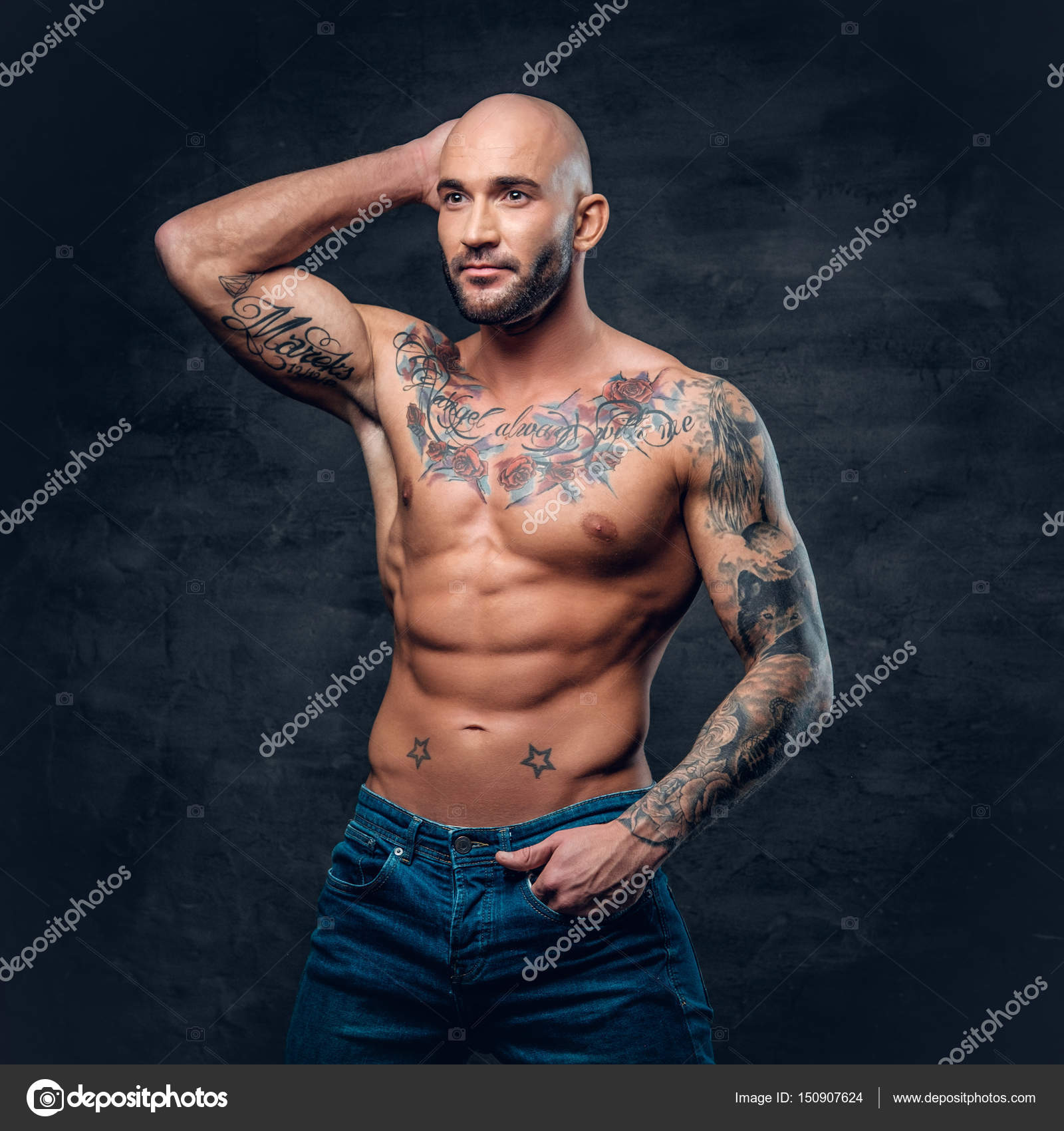 Tatuajes De Famosos El Ultimo Accesorio De Moda: Hombre Musculoso Con Tatuajes En El