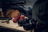 Retro lovecké střelivo zbraně a dalekohledy