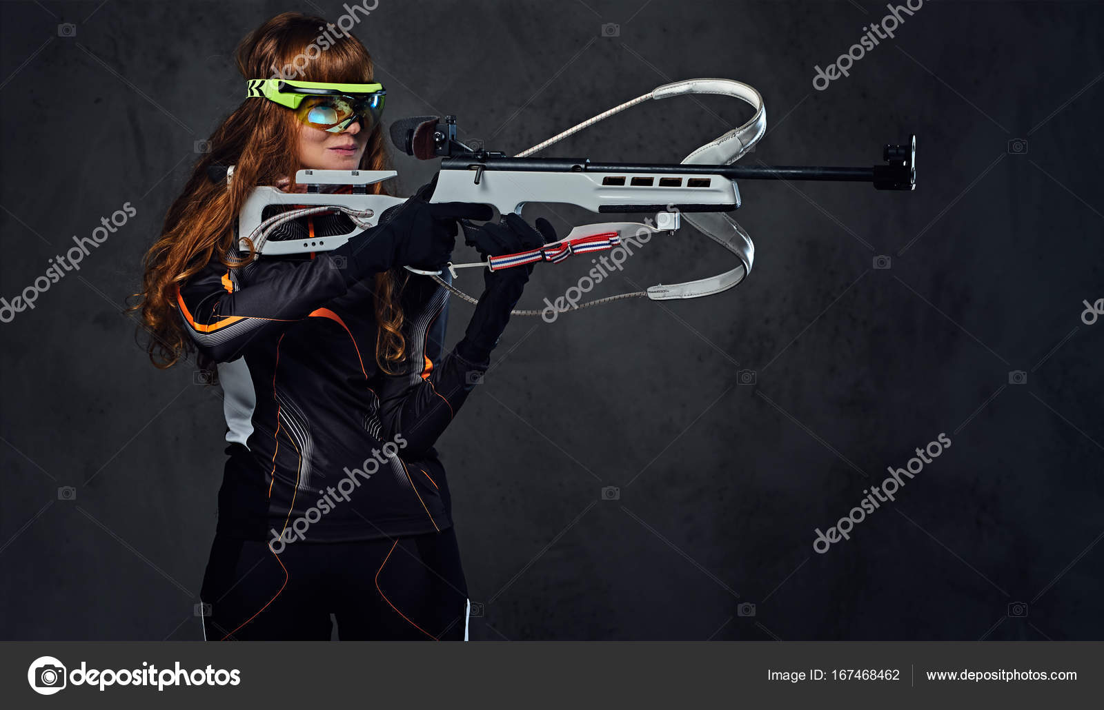 Biathlon champion aiming with a competitive gun — Stock