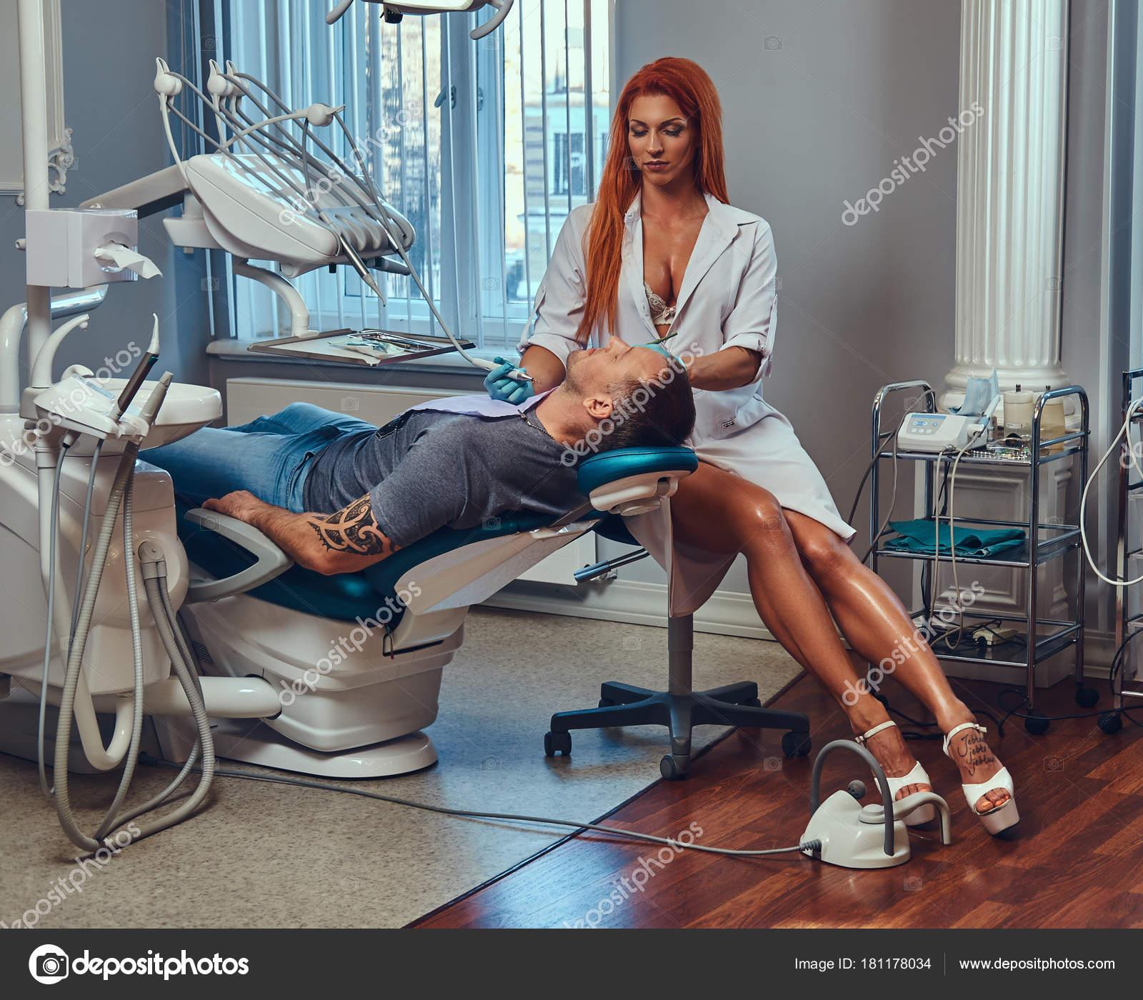 Like 2 Ärzte bilden eine blonde MILF year old woman