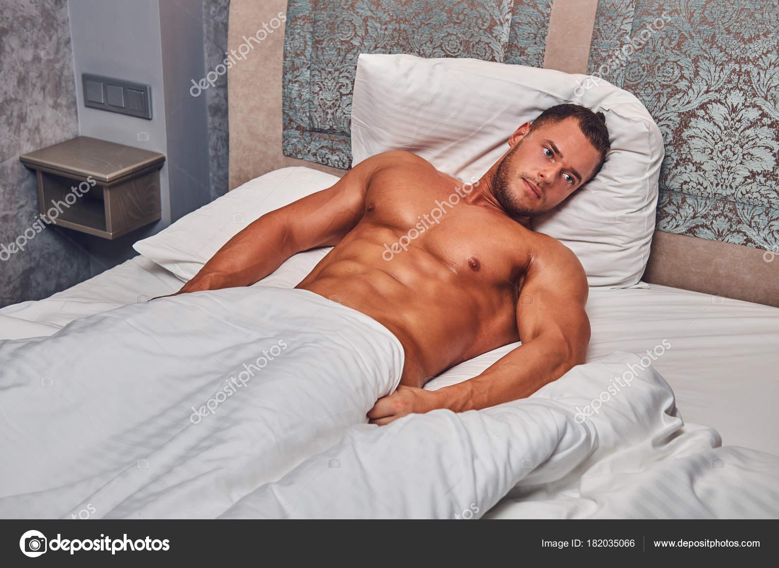 Фадеева фотки обнаженный мужчина лежа фото зрелая