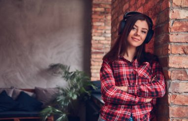 Portrait of a charming brunette in a room with loft interior.