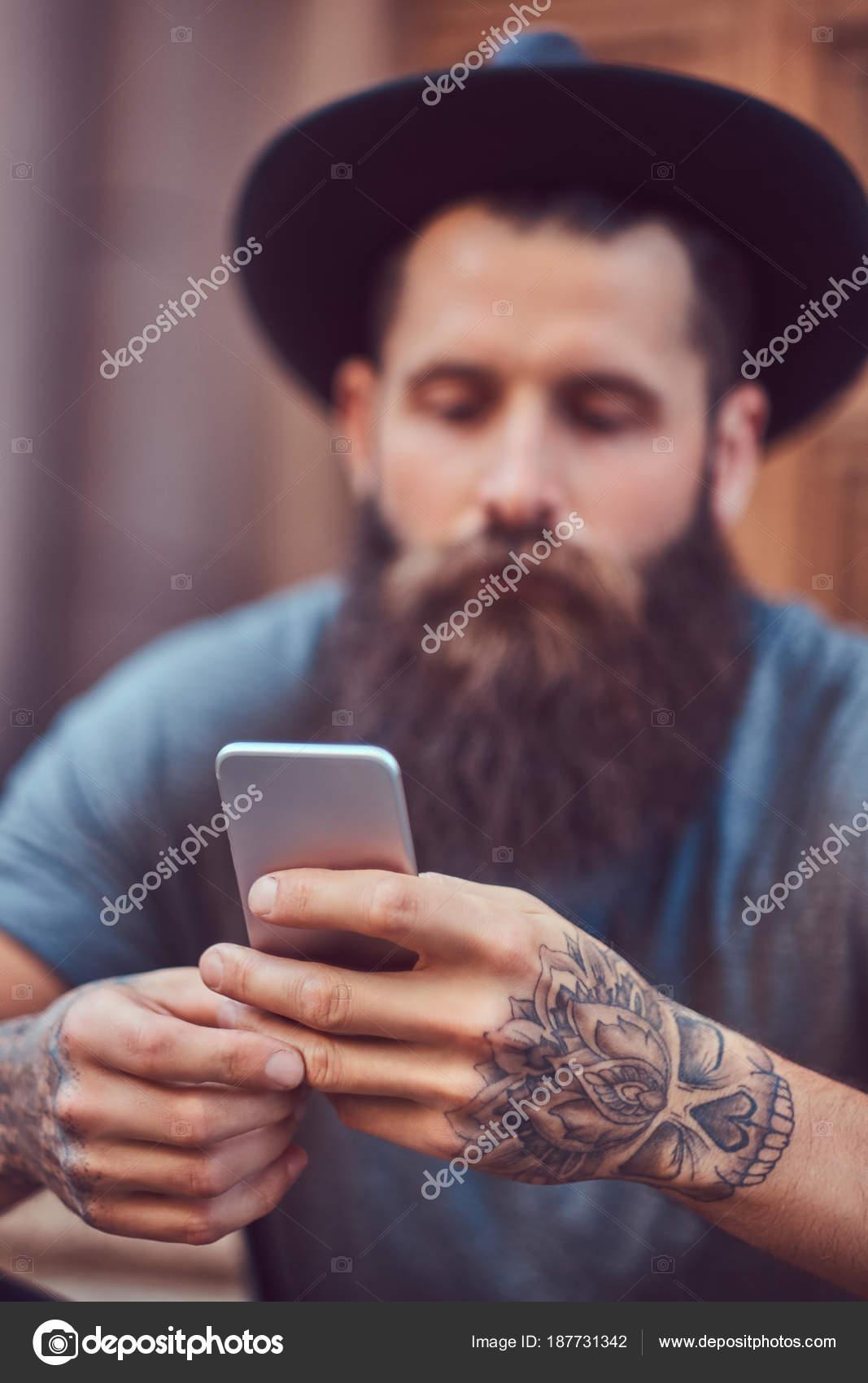Fotos Hombres Guapos Tatuados Y Con Barba Hombre Guapo Hipster