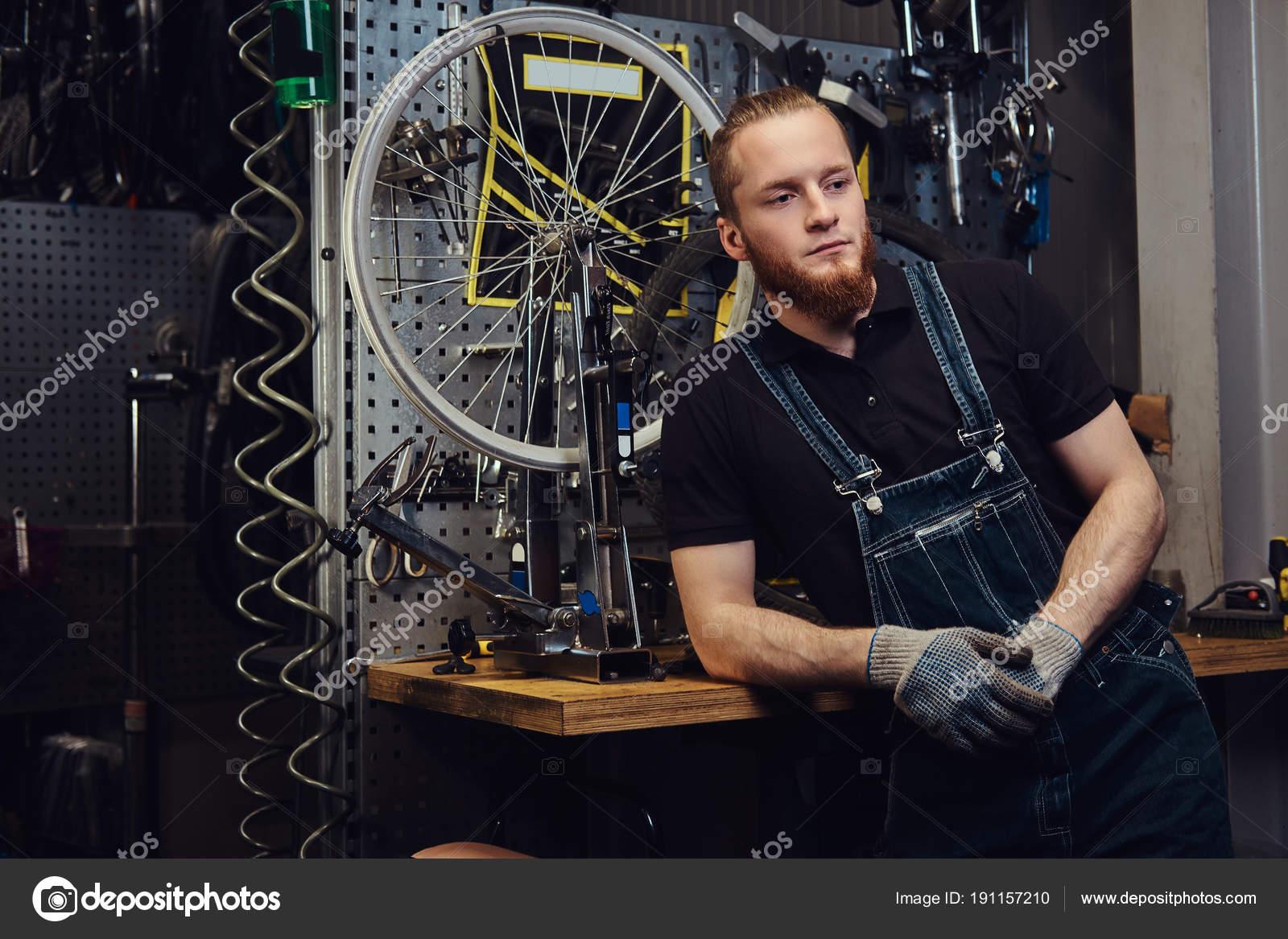 Portrat Von Eine Hubsche Rothaarige Mann Mit Bart Und Frisur