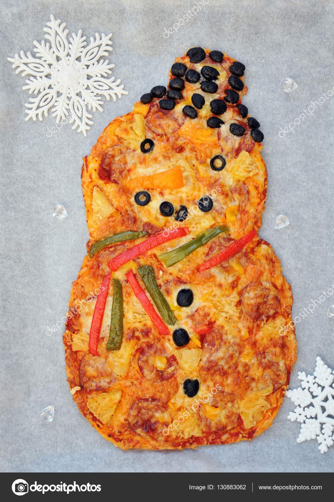 Weihnachtsfeier Ideen Essen.Schneemann Pizza Spaß Essen Idee Für Kinder Stockfoto Jularte