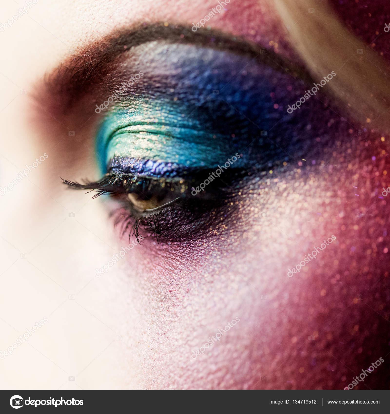 Bir fotoğraf çekimi için fantezi yaratıcı makyaj