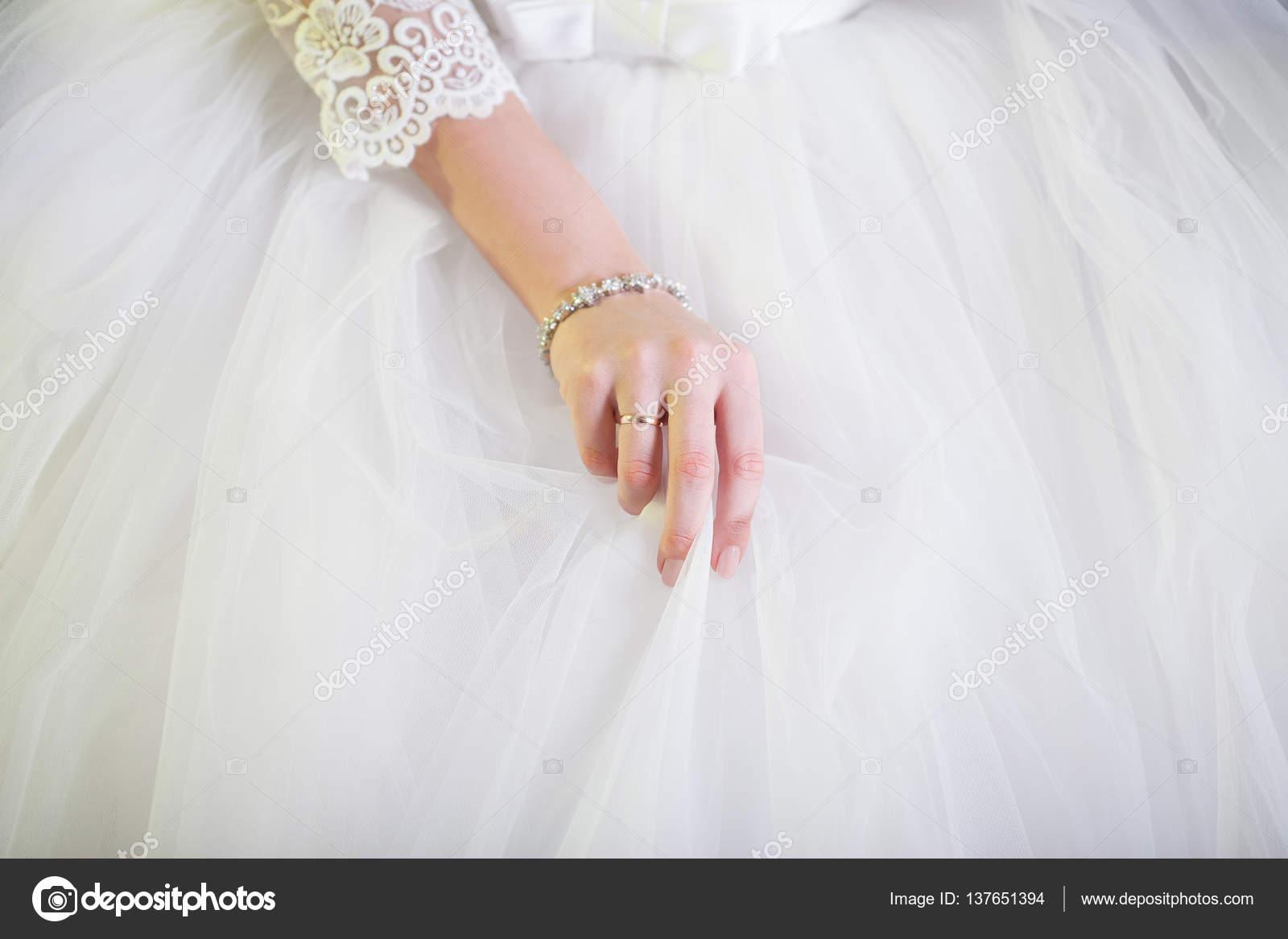 Plan Blanche La Main Gros Brides Jupe Corrige De GonfléeDétails Jl1KFc