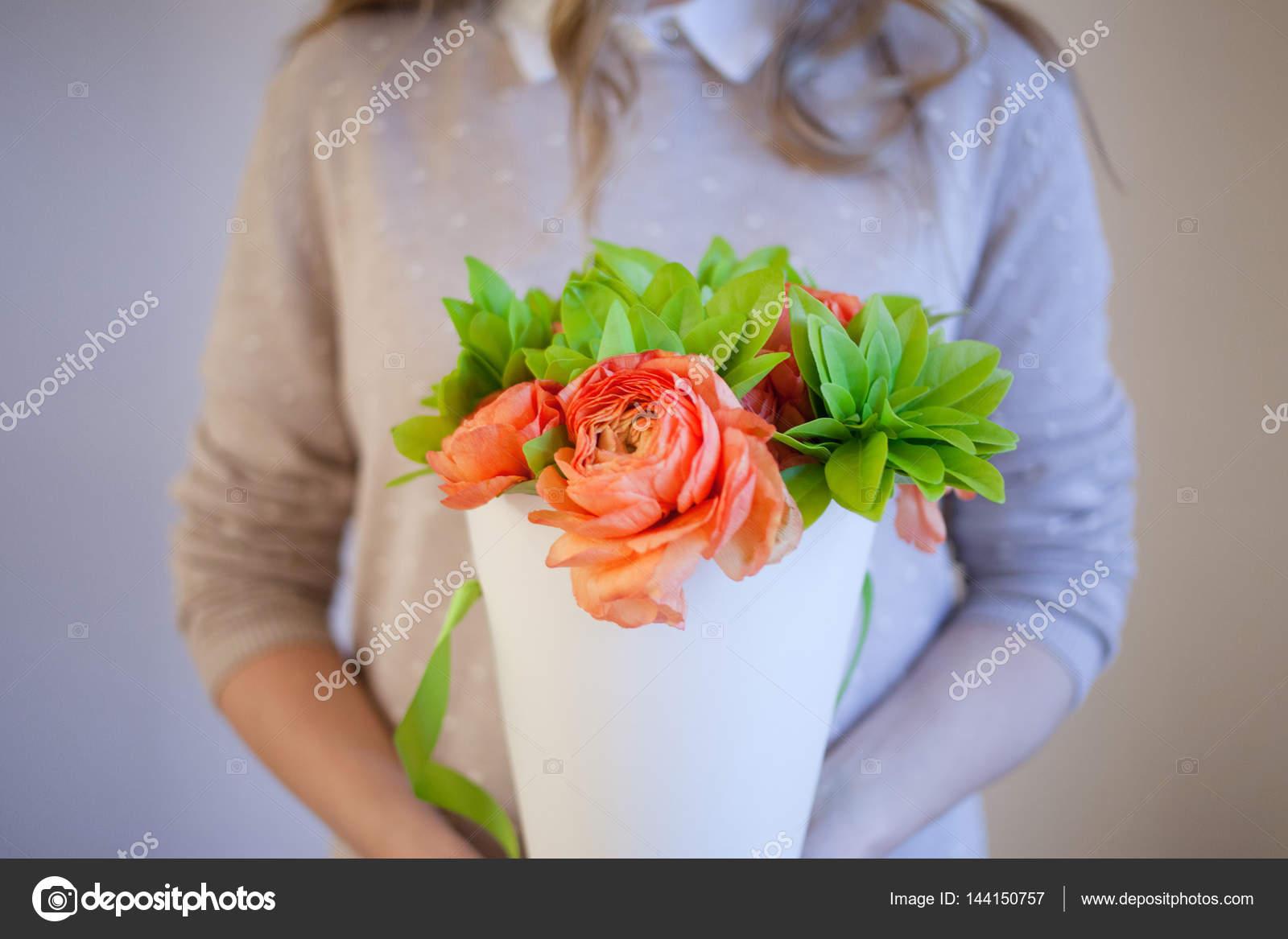 Доставка цветов счастливая женщина — img 3