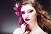 Fotografie Krásná mladá dívka s kreativní make-upu. Atraktivní blondýna, detail