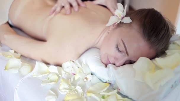 sluchayno-video-massazhey-zhenshinam-luchshie-filmi-izvestnih
