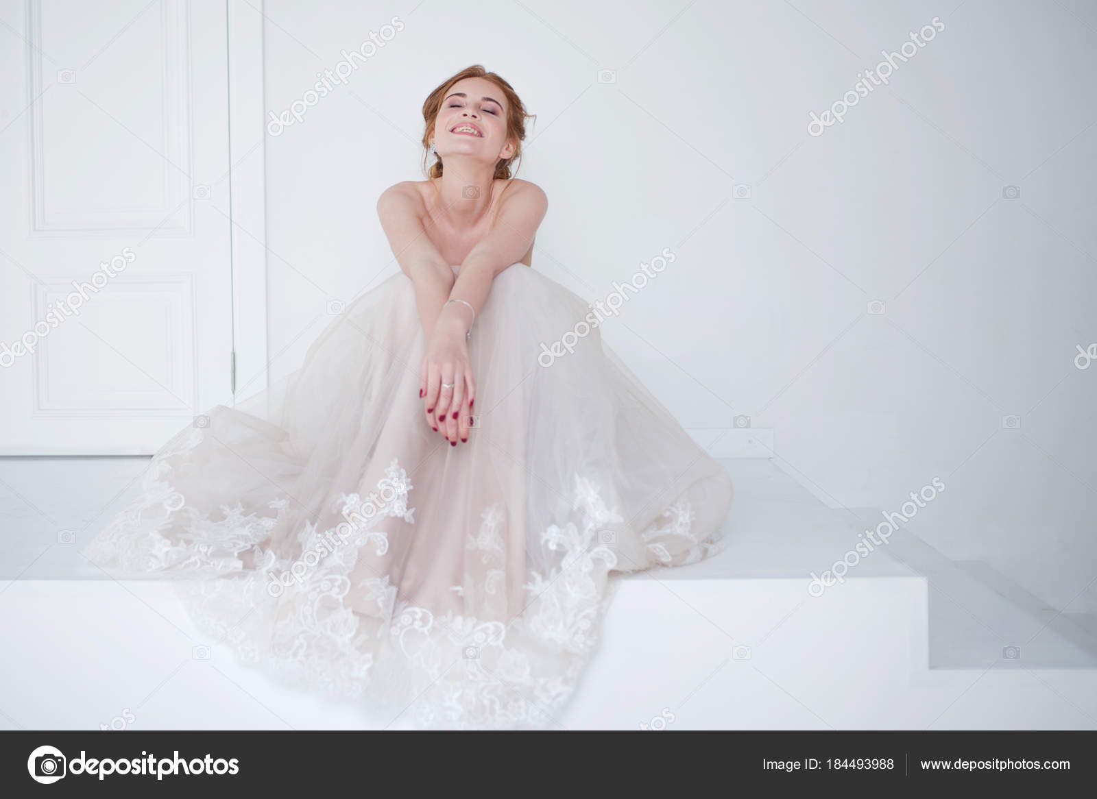 Portrait Of A Beautiful Girl In Wedding Dress Bride Luxurious Sitting On: Haute Couture Wedding Dress Sitting At Reisefeber.org