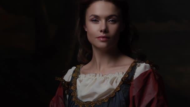 Porträt einer jungen Frau im Stil eines Renaissance-Gemäldes.